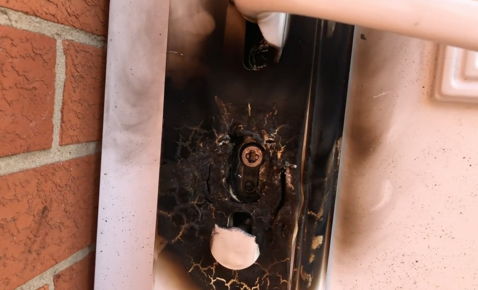Anti Snap lock preventing Blowtorch burglary